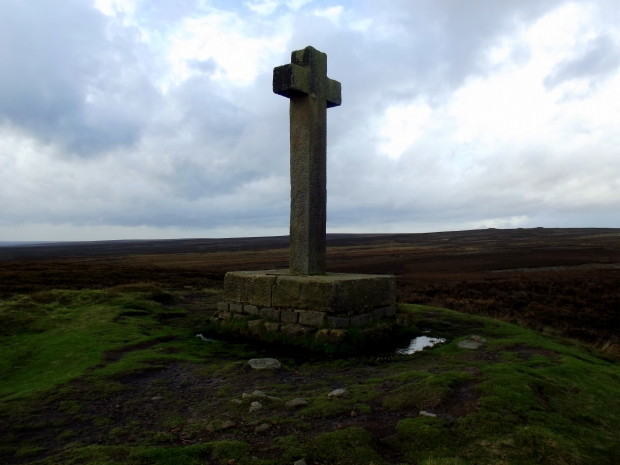 Ainehow Cross